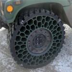 Bibendum avance dans le pneu increvable